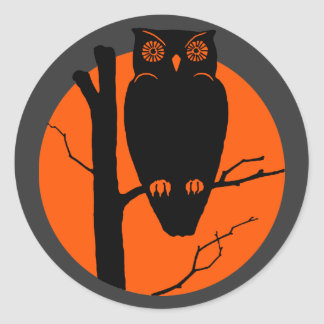Luna del naranja del búho de Silouhette del Pegatina Redonda