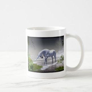 Luna del unicornio taza clásica