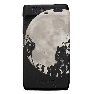 Luna detrás de las hojas oscuras droid RAZR funda