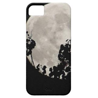 Luna detrás de las hojas oscuras iPhone 5 Case-Mate protector
