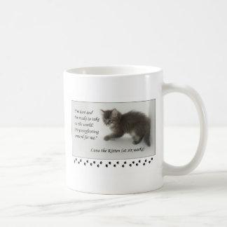 ¡Luna el gatito no hace Pussyfoot alrededor! Taza De Café