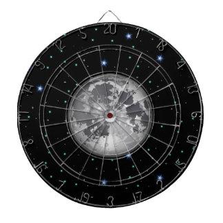 Luna en Dartboard estrellado del espacio