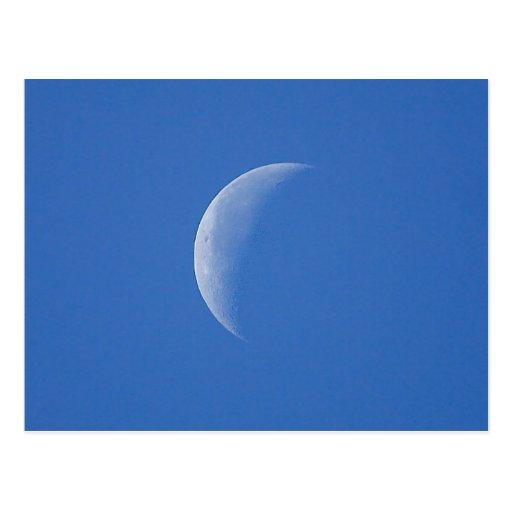 Luna en el cielo azul tarjeta postal