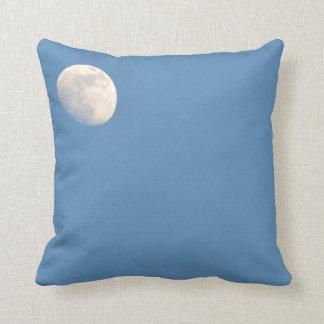 Luna en el cielo cojines