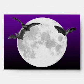 Luna Llena A7 con el sobre de la invitación de los