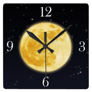Luna Llena amarilla y reloj de pared estrellado de