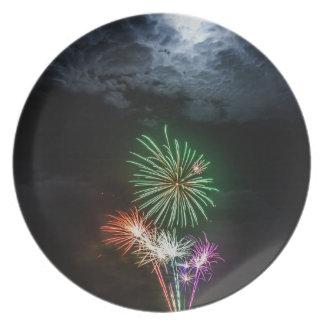 Luna Llena con los fuegos artificiales Platos