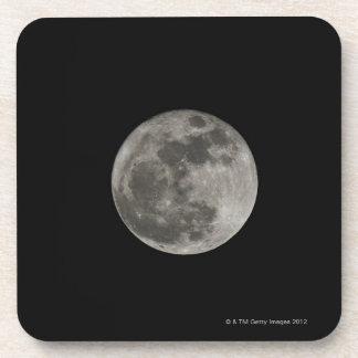Luna Llena contra el cielo nocturno Posavasos De Bebida