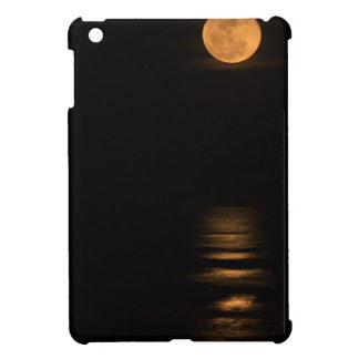 Luna Llena de oro sobre el océano