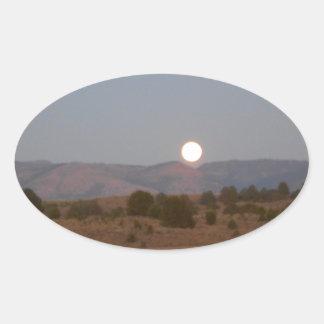 Luna Llena en el crepúsculo Calcomanías Ovales Personalizadas