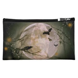 Luna Llena espeluznante con los pájaros