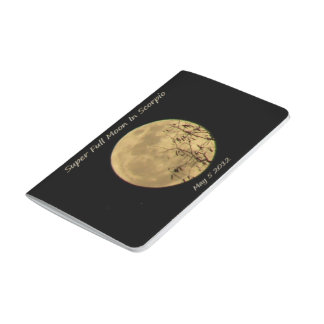 Luna Llena estupenda en el escorpión Cuaderno