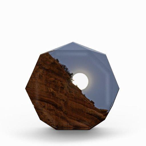 Luna Llena que sube sobre Sedona