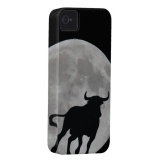 Luna Llena - Toro Bravo Corriendo - M1 Case-Mate iPhone 4 Carcasas