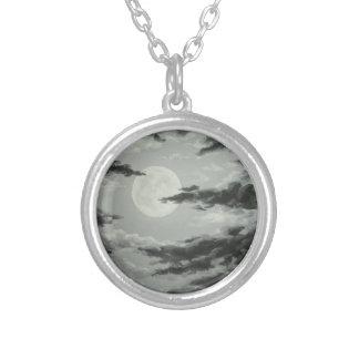Luna Llena y collar nublado del arte del cielo noc
