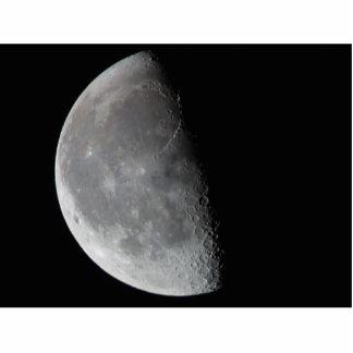 Luna media en la noche fotoescultura vertical