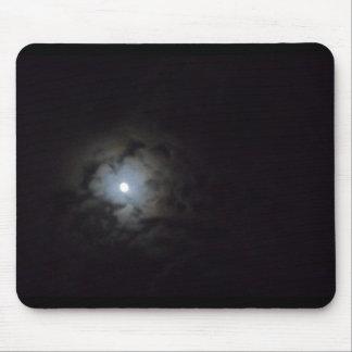 luna nublada tapete de ratón