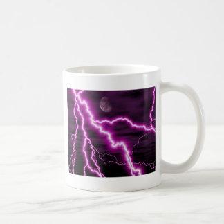 Luna plateada con las rayas púrpuras dentadas del taza de café