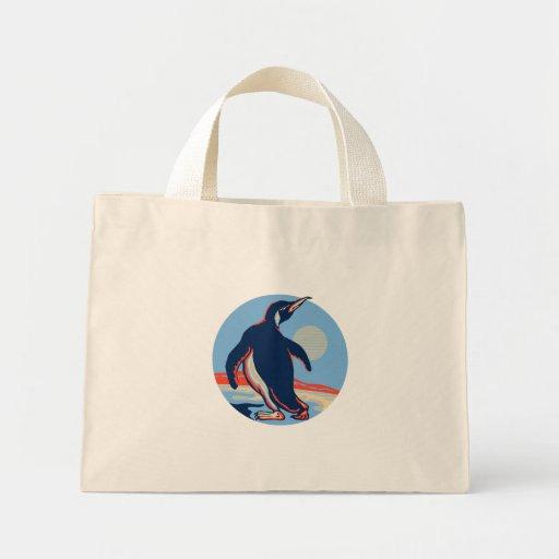 Luna que camina del pingüino retra bolsas de mano