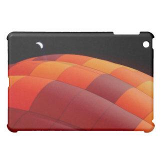 Luna sobre el caso del iPad del resplandor del glo