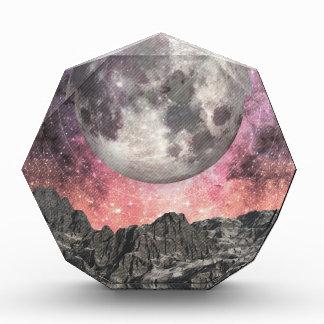 Luna sobre el lago mountain