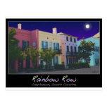 Luna sobre fila del arco iris tarjetas postales