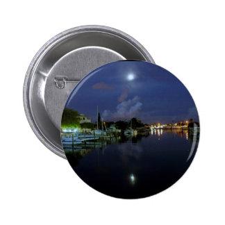 Luna sobre la isla del tesoro pin