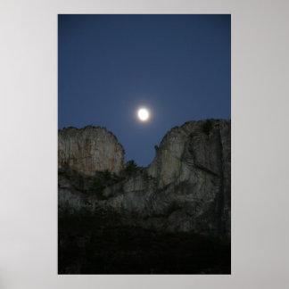 Luna sobre la roca del Seneca, Virginia Occidental Póster