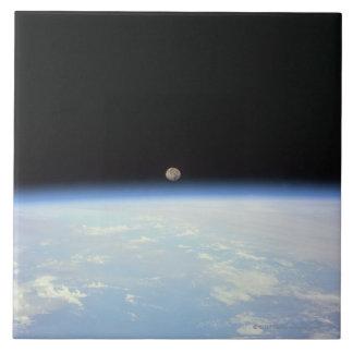 Luna sobre la tierra teja  ceramica