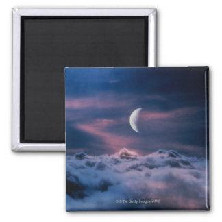Luna sobre las nubes imán cuadrado