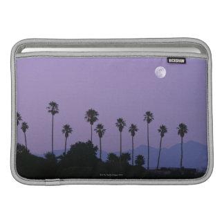 Luna sobre las palmeras en la oscuridad, Hollywood Funda MacBook