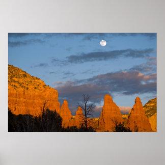 Luna sobre Sedona, Arizona 2222 Posters