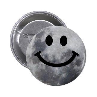 Luna sonriente pin