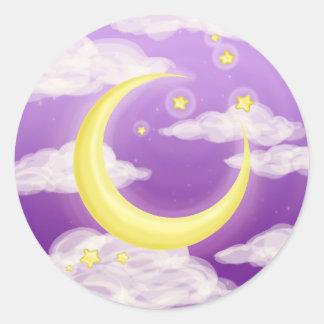 Luna suave en púrpura pegatina redonda
