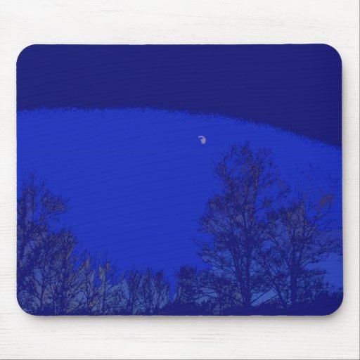 Luna y árboles con el cojín de ratón del cielo azu alfombrilla de ratones