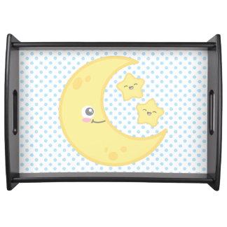 Luna y estrellas de Kawaii que sirven la bandeja