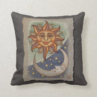 Luna y estrellas de Sun Cojín Decorativo