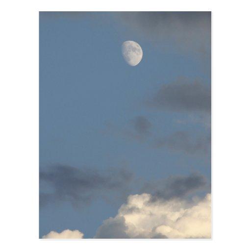 Luna y nubes tarjetas postales