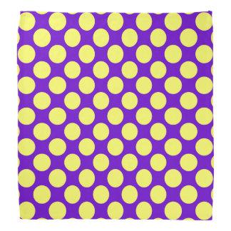 Lunares amarillos con el fondo púrpura bandana