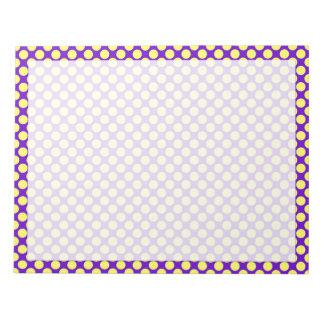 Lunares amarillos con el fondo púrpura bloc de notas