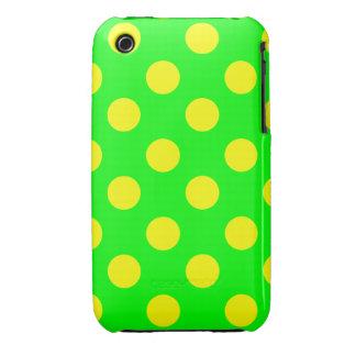 Lunares amarillos grandes en el verde de neón iPhone 3 Case-Mate cárcasas