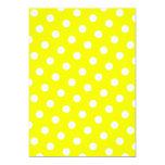 Lunares amarillos y blancos invitación 12,7 x 17,8 cm