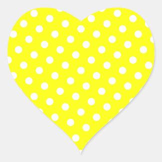 Lunares amarillos y blancos pegatina en forma de corazón