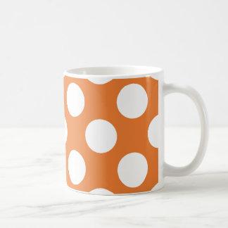 Lunares anaranjados y blancos taza clásica