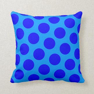 Lunares azules cojín decorativo