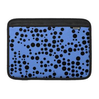 Lunares azules y negros del Cornflower Fundas Para Macbook Air