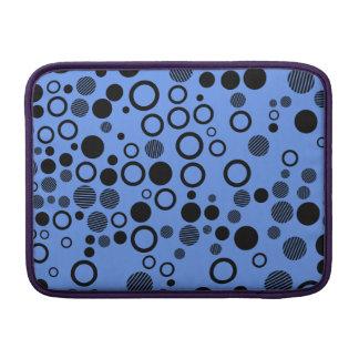 Lunares azules y negros del Cornflower Fundas MacBook