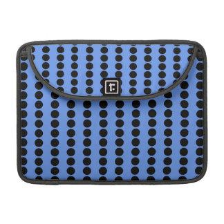 Lunares azules y negros del Cornflower Funda Para Macbooks