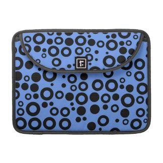 Lunares azules y negros del Cornflower Funda Para Macbook Pro