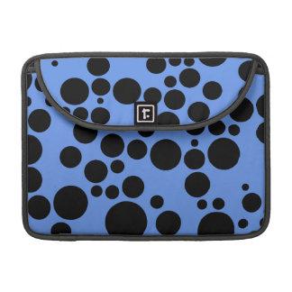 Lunares azules y negros del Cornflower Fundas Para Macbooks
